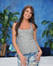 Hot 18 Year Old Cassandra Nix Gives More Than Just A Massage - Picture 1