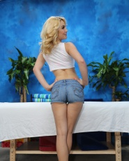 Sexy Blonde Courtney Shea Seduced And Fucked Hard By Her Massage Therapist - Picture 2